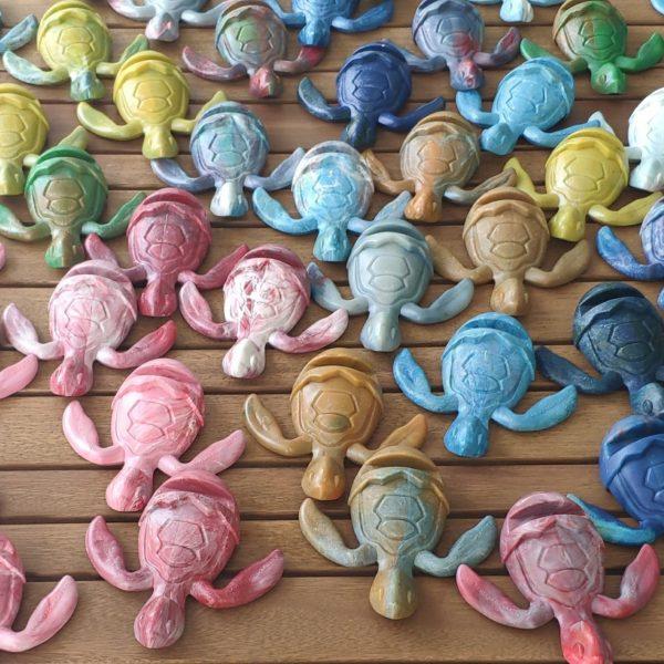 catalog-colors-sea-turtle-holder-trashart-original-gift-save-turtles-save-us-from-plastics