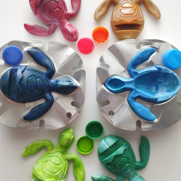 from-trash-to-art-creative-design-sea-turtle-holder-trashart-gift-save-turtles-save-us-from-plastics-2